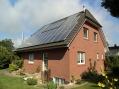 Ansicht mit Solar-/PV-Anlage